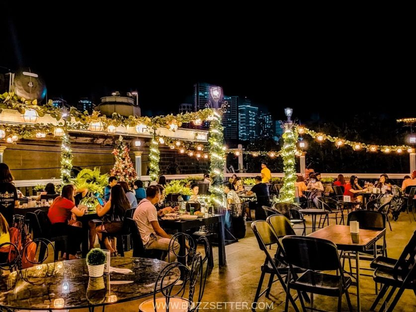 European And Christmas Vibe At LA CATHEDRAL CAFE! - Buzzsetter